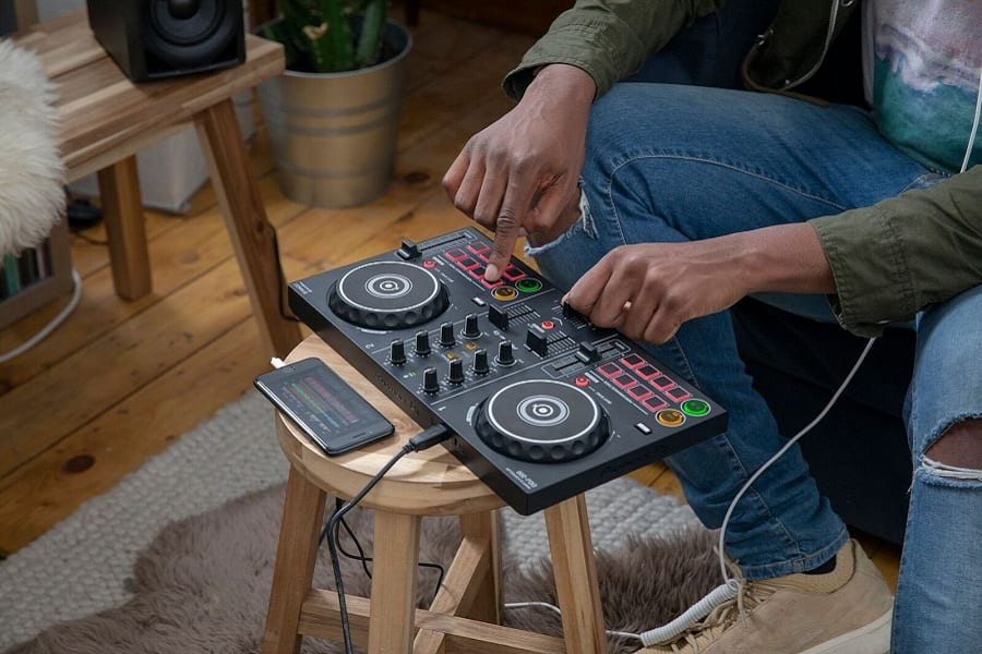 5 Best DJ Controllers For Beginners